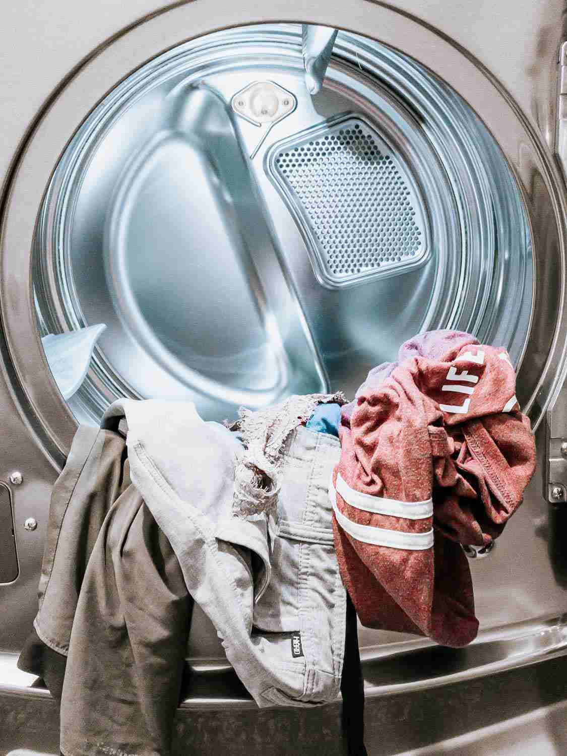 Laundry washing machine with dirty clothes from traveling minimally