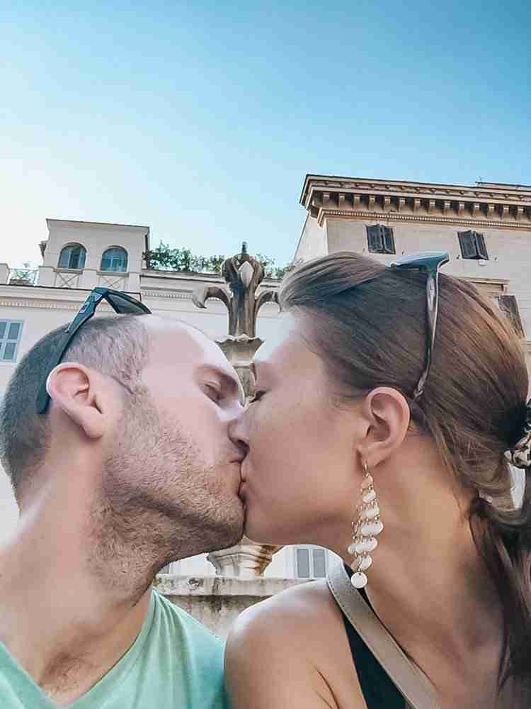 Travel as a Couple and kiss in an Italian piazza